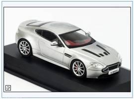 AMVT002 Aston Martin V12 Vantage S, silber metallic, 2013, Oxford 1:43, NEU - Bild vergrößern